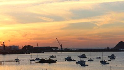 Panorama of the sunset light at the Port of New Plymouth (© By Takver [CC BY-SA 2.0 (https://creativecommons.org/licenses/by-sa/2.0)], via Wikimedia Commons (original photo: https://commons.wikimedia.org/wiki/File:Panorama_of_the_sunset_light_at_the_Port_of_New_Plymouth.jpg))