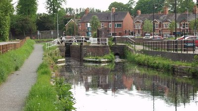 Montgomery Canal, restored lock in Welshpool (© © Copyright John Haynes (http://www.geograph.org.uk/profile/2076) and licensed for reuse (http://www.geograph.org.uk/reuse.php?id=47015) under this Creative Commons Licence (https://creativecommons.org/licenses/by-sa/2.0/).)
