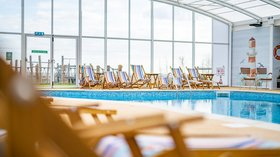 MER_INDOORPOOL_CHAIRS_LS_01_18