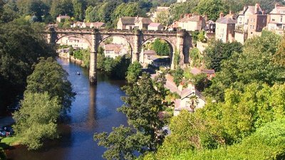 Victorian Railway Viaduct, Knaresborough  (© © Copyright Doug Elliot (https://www.geograph.org.uk/profile/434) and licensed for reuse (http://www.geograph.org.uk/reuse.php?id=12907) under this Creative Commons Licence (https://creativecommons.org/licenses/by-sa/2.0/).)