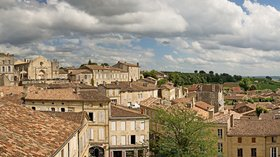 In Gironde region: Panorama de Saint Emilion (© By Didier Descouens (Own work) [CC BY-SA 4.0 (http://creativecommons.org/licenses/by-sa/4.0)], via Wikimedia Commons (original photo:https://commons.wikimedia.org/wiki/File:Panorama_de_Saint_Emilion_-_Gironde.jpg))