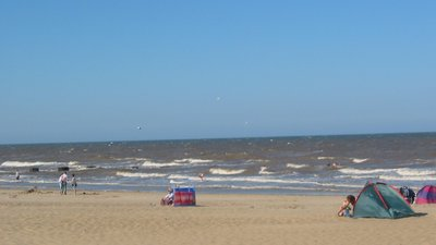 Mablethorpe Beach (© By The original uploader was Asterion at English Wikipedia [CC BY-SA 2.5 (https://creativecommons.org/licenses/by-sa/2.5)], via Wikimedia Commons (original photo: https://commons.wikimedia.org/wiki/File:Mablethorpe_Beach.jpg))