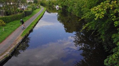 Lancaster Canal, Bolton-le-Sands close to the caravan park (© © Copyright Ian Taylor (https://www.geograph.org.uk/profile/9148) and licensed for reuse (http://www.geograph.org.uk/reuse.php?id=2570620) under this Creative Commons Licence (https://creativecommons.org/licenses/by-sa/2.0/).)