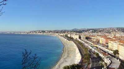 Nice France panorama (© By Rafael Puerto (Own work) [CC BY-SA 4.0 (http://creativecommons.org/licenses/by-sa/4.0)], via Wikimedia Commons (original photo: https://commons.wikimedia.org/wiki/File:Nice_France_panorama.jpg))