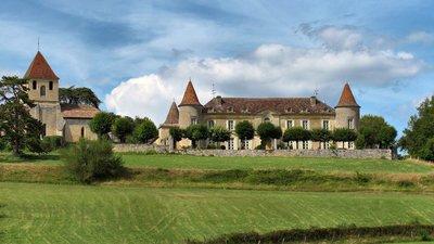 Montpeyroux, le château de Matecoulon et l'église (© By JGS25 (Own work) [CC BY-SA 3.0 (http://creativecommons.org/licenses/by-sa/3.0)], via Wikimedia Commons (original photo: https://commons.wikimedia.org/wiki/File:Montpeyroux,_le_ch%C3%A2teau_de_Matecoulon_et_l'%C3%A9glise.jpg))
