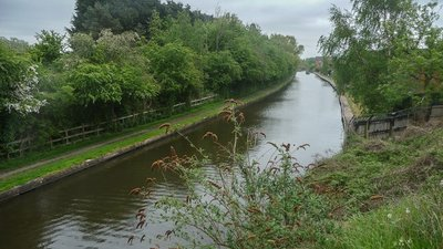 Grand Union Canal, Loughborough, Leicestershire  (© © Copyright Christine Matthews (https://www.geograph.org.uk/profile/1777) and licensed for reuse (https://www.geograph.org.uk/reuse.php?id=3478595) under this Creative Commons Licence (https://creativecommons.org/licenses/by-sa/2.0/).)