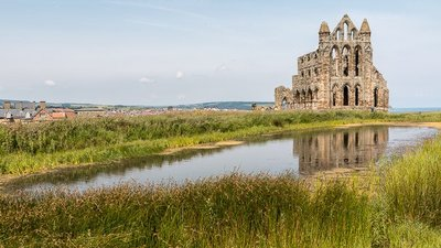 Whitby Abbey, North Yorkshire  (© © Copyright Christine Matthews (https://www.geograph.org.uk/profile/1777) and licensed for reuse (https://www.geograph.org.uk/reuse.php?id=4071885) under this Creative Commons Licence (https://creativecommons.org/licenses/by-sa/2.0/).)