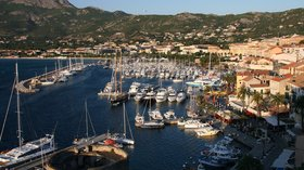 Port Calvi Corsica (© By Sdann (Own work) [GFDL (http://www.gnu.org/copyleft/fdl.html) or CC BY-SA 3.0 (http://creativecommons.org/licenses/by-sa/3.0)], via Wikimedia Commons (GFDL copy: https://en.wikipedia.org/wiki/GNU_Free_Documentation_License, original photo: https://commons.wikimedia.org/wiki/File:Port_Calvi_Corsica_France.jpg))