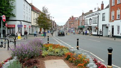 Pershore Town Centre (© © Copyright Jonathan Billinger (http://www.geograph.org.uk/profile/8569) and licensed for reuse (http://www.geograph.org.uk/reuse.php?id=1502984) under this Creative Commons Licence (https://creativecommons.org/licenses/by-sa/2.0/).)