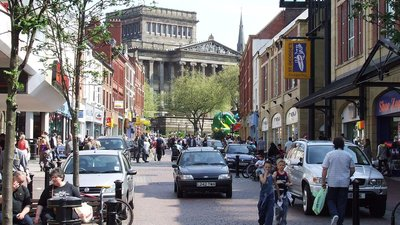 Friargate Preston on a busy weekday afternoon (© Andrew Gritt [CC BY-SA 2.0 (http://creativecommons.org/licenses/by-sa/2.0)], via Wikimedia Commons (original photo: https://commons.wikimedia.org/wiki/File:Friargate_Preston_on_a_busy_weekday_afternoon_-_geograph.org.uk_-_1710831.jpg))