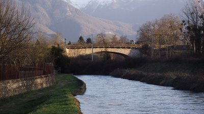 In the region: Pont de Coarraze (Pyrénées-Atlantiques) (© By Florent Pécassou (Own work) [CC BY-SA 3.0 (http://creativecommons.org/licenses/by-sa/3.0)], via Wikimedia Commons (original photo: https://commons.wikimedia.org/wiki/File:Pont_de_Coarraze_(Pyr%C3%A9n%C3%A9es-Atlantiques,_France).JPG))