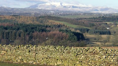 Caldbeck Fells, West of Penrith, viewed from Culgaith (© By Richard Harvey (Own work) [CC BY-SA 2.0 uk (https://creativecommons.org/licenses/by-sa/2.0/uk/deed.en)], via Wikimedia Commons (original photo: https://commons.wikimedia.org/wiki/File:Caldbeck_Fells,_West_of_Penrith,_viewed_from_Culgaith.JPG))