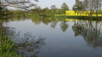 Grendon Quarter Pond  (© © Copyright Kokai (https://www.geograph.org.uk/profile/1039) and licensed for reuse (http://www.geograph.org.uk/reuse.php?id=169452) under this Creative Commons Licence (https://creativecommons.org/licenses/by-sa/2.0/).)
