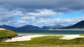 Beaches in the south of the Isle of Harris, Outer Hebrides near the caravan site (© By Sunnydesert (Own work) [GFDL (http://www.gnu.org/copyleft/fdl.html) or CC BY-SA 4.0-3.0-2.5-2.0-1.0 (https://creativecommons.org/licenses/by-sa/4.0-3.0-2.5-2.0-1.0)], via Wikimedia Commons (GFDL copy: https://en.wikipedia.org/wiki/GNU_Free_Documentation_License, original photo: https://commons.wikimedia.org/wiki/File:Beaches_in_the_south_of_the_Isle_of_Harris,_Outer_Hebrides.jpg))