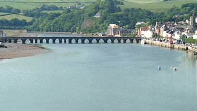 Bideford Long Bridge and view of the town (© © Copyright Mike Crowe (http://www.geograph.org.uk/profile/468) and licensed for reuse (http://www.geograph.org.uk/reuse.php?id=18231) under this Creative Commons Licence (https://creativecommons.org/licenses/by-sa/2.0/).)