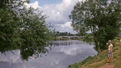 River Wye looking towards Road Bridge, Ross on Wye, Herefordshire (© © Copyright William Matthews (https://www.geograph.org.uk/profile/1777?a=William+Matthews) and licensed for reuse (http://www.geograph.org.uk/reuse.php?id=777862) under this Creative Commons Licence (https://creativecommons.org/licenses/by-sa/2.0/).)