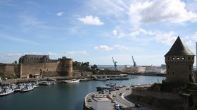 Chateau de Brest et Tour Tanguy (© By Julien Carnot (Own work) [CC BY-SA 2.5 (http://creativecommons.org/licenses/by-sa/2.5)], via Wikimedia Commons (original photo: https://commons.wikimedia.org/wiki/File:Chateau_de_Brest_et_Tour_Tanguy.jpg))