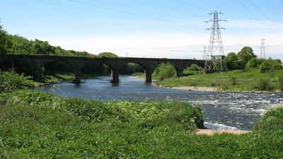 The River Eden below Carlisle (© David Purchase [CC BY-SA 2.0 (https://creativecommons.org/licenses/by-sa/2.0)], via Wikimedia Commons (original photo: https://commons.wikimedia.org/wiki/File:The_River_Eden_below_Carlisle_-_geograph.org.uk_-_3494600.jpg))