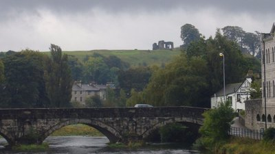 Kendal, Cumbria (© By Mark Fosh from Watford, UK (Stramongate Bridge - Kendal) [CC BY 2.0 (http://creativecommons.org/licenses/by/2.0)], via Wikimedia Commons (original photo: https://commons.wikimedia.org/wiki/File:Kendal-Cumbria-2.jpg))