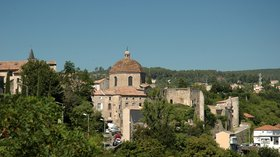 In the region: Rhone-Alpes Ardeche Aubenas Chateau Chapelle Saint-Benoit (© By Calips (Own work) [CC BY-SA 4.0 (http://creativecommons.org/licenses/by-sa/4.0)], via Wikimedia Commons (original photo: https://commons.wikimedia.org/wiki/File:France_Rhone-Alpes_Ardeche_Aubenas_Chateau_Chapelle_Saint-Benoit_01.jpg))