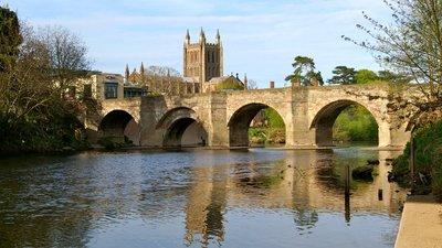 Wye Bridge, Hereford (© By David Merrett (Flickr: Wye Bridge) [CC BY 2.0 (http://creativecommons.org/licenses/by/2.0)], via Wikimedia Commons (original photo: https://commons.wikimedia.org/wiki/File:Wye_Bridge,_Hereford.jpg))