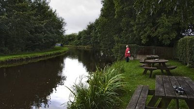 The Lancaster Canal at Galgate Craft Centre  (© © Copyright Ian Greig (https://www.geograph.org.uk/profile/9857) and licensed for reuse (http://www.geograph.org.uk/reuse.php?id=5097132) under this Creative Commons Licence (https://creativecommons.org/licenses/by-sa/2.0/).)