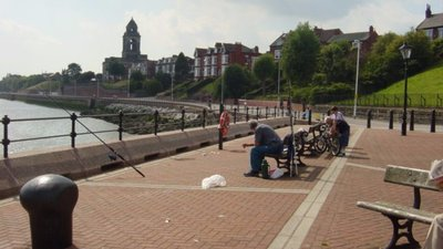 Seacombe Promenade, Egremont (© © Copyright Sue Adair (http://www.geograph.org.uk/profile/1657) and licensed for reuse (http://www.geograph.org.uk/reuse.php?id=76954) under this Creative Commons Licence (https://creativecommons.org/licenses/by-sa/2.0/).)