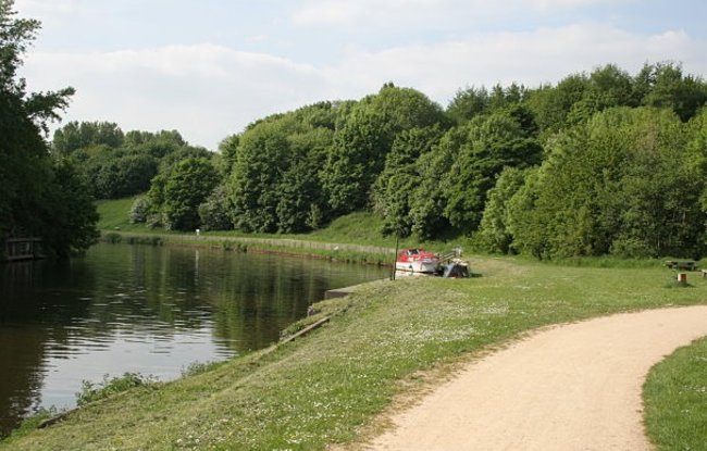 Anderton Nature Park - riverside walk  (© © Copyright Alan Murray-Rust (https://www.geograph.org.uk/profile/9181) and licensed for reuse (http://www.geograph.org.uk/reuse.php?id=804474) under this Creative Commons Licence (https://creativecommons.org/licenses/by-sa/2.0/).)