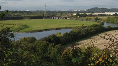 Radcliffe-on-Trent - View over River Trent (© Dave Bevis/Radcliffe-on-Trent - View over River Trent (original photo: https://commons.wikimedia.org/wiki/File:Radcliffe-on-Trent_-_View_over_River_Trent_-_geograph.org.uk_-_1000103.jpg))