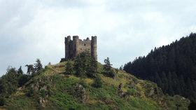 Chateau Alleuze (© By Josephbanjo at French Wikipedia [Public domain], via Wikimedia Commons)