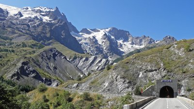 Tunnel de la Grave (France, Alpes) (© By Eric Bajart (Own work) [CC BY-SA 3.0 (http://creativecommons.org/licenses/by-sa/3.0) or GFDL (http://www.gnu.org/copyleft/fdl.html)], via Wikimedia Commons (GFDL copy: https://en.wikipedia.org/wiki/GNU_Free_Documentation_License, original photo: https://commons.wikimedia.org/wiki/File:Tunnel_de_la_Grave_(France,_Alpes).jpg))