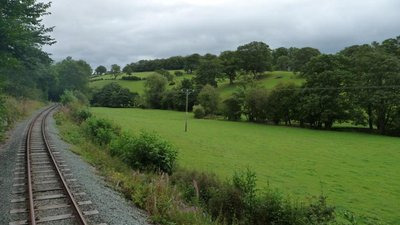 Track curving along the side of Nant-y-Caws valley  (© © Copyright Christine Johnstone (https://www.geograph.org.uk/profile/41405) and licensed for reuse (https://www.geograph.org.uk/reuse.php?id=2560712) under this Creative Commons Licence (https://creativecommons.org/licenses/by-sa/2.0/).)