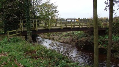 Sinnington Footbridge (© © Copyright David Rogers (http://www.geograph.org.uk/profile/23749) and licensed for reuse (http://www.geograph.org.uk/reuse.php?id=1034354) under this Creative Commons Licence (https://creativecommons.org/licenses/by-sa/2.0/).)