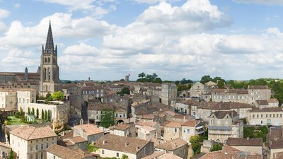 In the Gironde region: Panorama de Saint Emilion De la tour du roi 2 (© By Didier Descouens (Own work) [CC BY-SA 4.0 (http://creativecommons.org/licenses/by-sa/4.0)], via Wikimedia Commons (original photo: https://commons.wikimedia.org/wiki/File:Panorama_de_Saint_Emilion_De_la_tour_du_roi_2_-_Gironde.jpg))