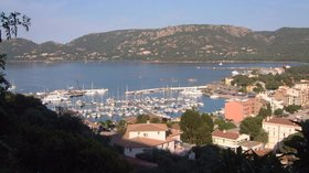 Port Porto Vecchio (© By Nerijp (Own work) [GFDL (http://www.gnu.org/copyleft/fdl.html) or CC BY-SA 3.0 (http://creativecommons.org/licenses/by-sa/3.0)], via Wikimedia Commons (GFDL copy: https://en.wikipedia.org/wiki/GNU_Free_Documentation_License, original photo: https://commons.wikimedia.org/wiki/File:Port-Porto-vecchio.jpg))