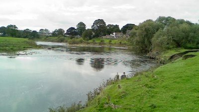River Ribble, Ribchester near the caravan park (© © Copyright Peter Bond (https://www.geograph.org.uk/profile/19324) and licensed for reuse (https://www.geograph.org.uk/reuse.php?id=1001196) under this Creative Commons Licence (https://creativecommons.org/licenses/by-sa/2.0/).)