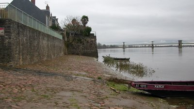 Le Fresne sur Loire port Matthieu (© By Pymouss (Own work) [GFDL (http://www.gnu.org/copyleft/fdl.html) or CC BY-SA 3.0 (http://creativecommons.org/licenses/by-sa/3.0)], via Wikimedia Commons (GFDL copy: https://en.wikipedia.org/wiki/GNU_Free_Documentation_License, original photo: https://commons.wikimedia.org/wiki/File:Le_Fresne-sur-Loire_portMatthieu.JPG))