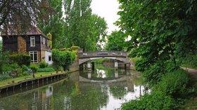Roydon Bridge (© Glyn Baker [CC BY-SA 2.0 (http://creativecommons.org/licenses/by-sa/2.0)], via Wikimedia Commons (original photo: https://commons.wikimedia.org/wiki/File:Roydon_Bridge_-_geograph.org.uk_-_1317444.jpg))