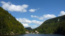 In the region: Les Bassins du Doubs. L'embarcadère ou le débarcadère du Saut du Doubs. Rive gauche,la France. Rive droite, la Suisse (© By Louis-Fabrice Jean (Own work) [CC BY-SA 3.0 (http://creativecommons.org/licenses/by-sa/3.0)], via Wikimedia Commons (original photo: https://commons.wikimedia.org/wiki/File:Les_Bassins_du_Doubs._L%27embarcad%C3%A8re_ou_le_d%C3%A9barcad%C3%A8re_du_Saut_du_Doubs._Rive_gauche,_la_France._Rive_droite,_la_Suisse..JPG))
