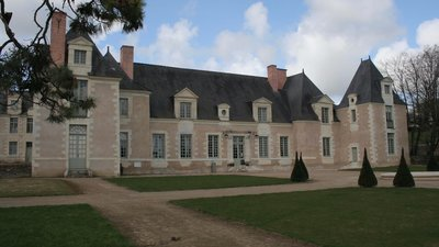 Attraction in the nearby town- Château de la Perrière - Avrillé (© By Nono vlf (Own work) [GFDL (http://www.gnu.org/copyleft/fdl.html) or CC BY-SA 3.0 (http://creativecommons.org/licenses/by-sa/3.0)], via Wikimedia Commons (GFDL copy: https://en.wikipedia.org/wiki/GNU_Free_Documentation_License, original photo: https://commons.wikimedia.org/wiki/File:Ch%C3%A2teau_de_la_Perri%C3%A8re_-_Avrill%C3%A9_(49)_-_04.JPG))