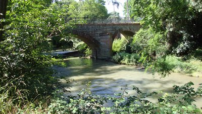 In the region: Toulouse (Haute-Garonne,_France) pont sur le Touch (© By Havang(nl) (Own work) [CC0], via Wikimedia Commons)