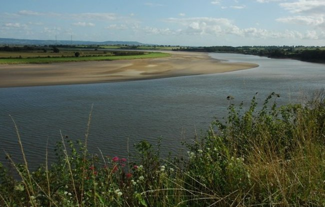 The River Severn from Newnham-on-Severn  (© © Copyright Philip Halling (https://www.geograph.org.uk/profile/1837) and licensed for reuse (https://www.geograph.org.uk/reuse.php?id=1469808) under this Creative Commons Licence (https://creativecommons.org/licenses/by-sa/2.0/).)