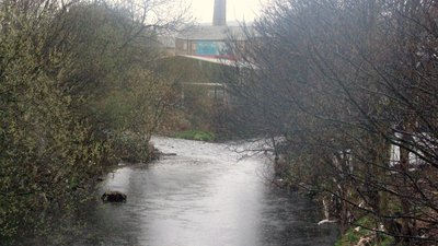 River Holme (left) joining River Colne at Huddersfield, West Yorkshire (© By Richard Harvey [CC BY-SA 3.0  (https://creativecommons.org/licenses/by-sa/3.0) or GFDL (http://www.gnu.org/copyleft/fdl.html)], from Wikimedia Commons (GFDL copy: https://en.wikipedia.org/wiki/GNU_Free_Documentation_License, original photo: https://commons.wikimedia.org/wiki/File:River_Holme_(left)_joining_River_Colne_at_Huddersfield,_West_Yorkshire,_UK_(RLH).JPG))