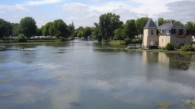 Beautiful region of Sarthe - Le Loir à La Flèche (© By Alex-hello (Self-photographed) [GFDL (http://www.gnu.org/copyleft/fdl.html) or CC BY-SA 3.0 (http://creativecommons.org/licenses/by-sa/3.0)], via Wikimedia Commons (GFDL copy: https://en.wikipedia.org/wiki/GNU_Free_Documentation_License. original photo: https://commons.wikimedia.org/wiki/File:Le_Loir_%C3%A0_La_Fl%C3%A8che.JPG))