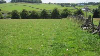 Footpath towards Dukes Drive  (© © Copyright Chris Wimbush (https://www.geograph.org.uk/profile/5136) and licensed for reuse (http://www.geograph.org.uk/reuse.php?id=2526148) under this Creative Commons Licence (https://creativecommons.org/licenses/by-sa/2.0/).)