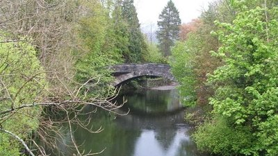 Rothay Bridge, Ambleside (© Tony Bennett / Rothay Bridge, Ambleside. Cumbria., via Wikimedia Commons (original photo: https://commons.wikimedia.org/wiki/File:Rothay_Bridge,_Ambleside._Cumbria._-_geograph.org.uk_-_260438.jpg))