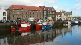 Eyemouth Harbour at High Tide (© © Copyright cathietinn (https://www.geograph.org.uk/profile/4033) and licensed for reuse (http://www.geograph.org.uk/reuse.php?id=532301) under this Creative Commons Licence (https://creativecommons.org/licenses/by-sa/2.0/).)
