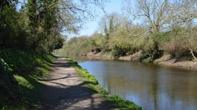 Chichester Canal  (© © Copyright N Chadwick (https://www.geograph.org.uk/profile/3101) and licensed for reuse (https://www.geograph.org.uk/reuse.php?id=4687394) under this Creative Commons Licence (https://creativecommons.org/licenses/by-sa/2.0/).)
