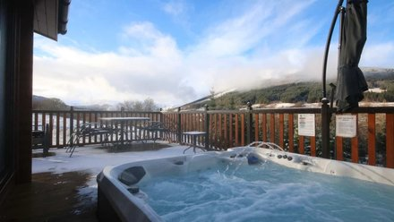 Log cabin with hot tub - Balquhidder Braes deluxe log cabin