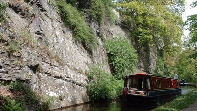 Llangollen Canal (© By The original uploader was Akke at English Wikipedia [CC BY-SA 2.0 (https://creativecommons.org/licenses/by-sa/2.0)], via Wikimedia Commons (original photo: https://commons.wikimedia.org/wiki/File:Llangollen_Canal_UK.jpg))
